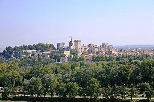 Avignon, Rocher des Doms et Palais des Papes © Jean-Marc Rosier from http://www.rosier.pro, CC BY-SA 3.0