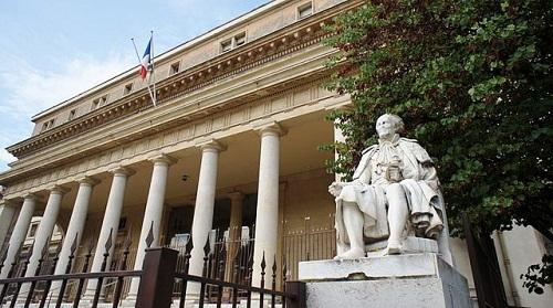 Palais de Justice Aix-en-Provence © JM Campaner - CC BY-SA 3.0,