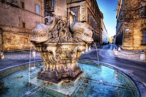 La fontaine des Quatre-Dauphins © Salva Barbera - CC BY-SA 2.0