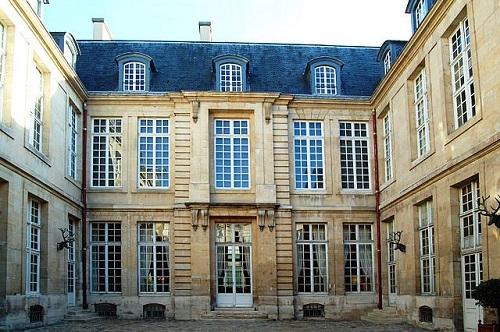 Hôtel Guénégaud © Pline - Own work, CC BY-SA 3.0