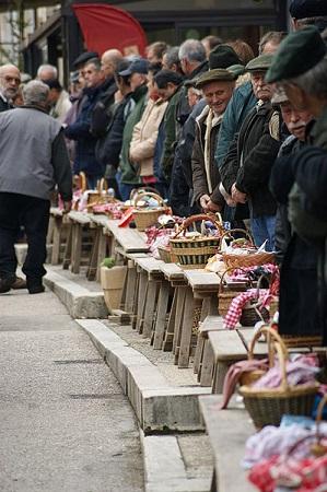 Marché aux truffes de Lalbenque © KD46 —CC BY-SA 3.0